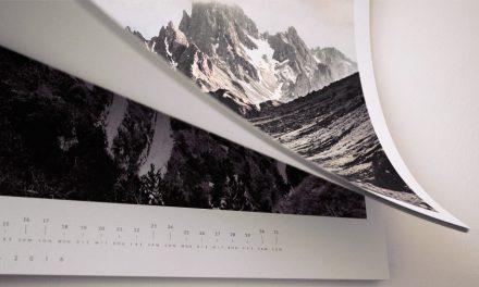 <p><span style='font-size:18px;'>Preisgekrönter Blauer Engel-Wandkalender</span> <br />Demut: Brillante Nachhaltigkeit</span></p>