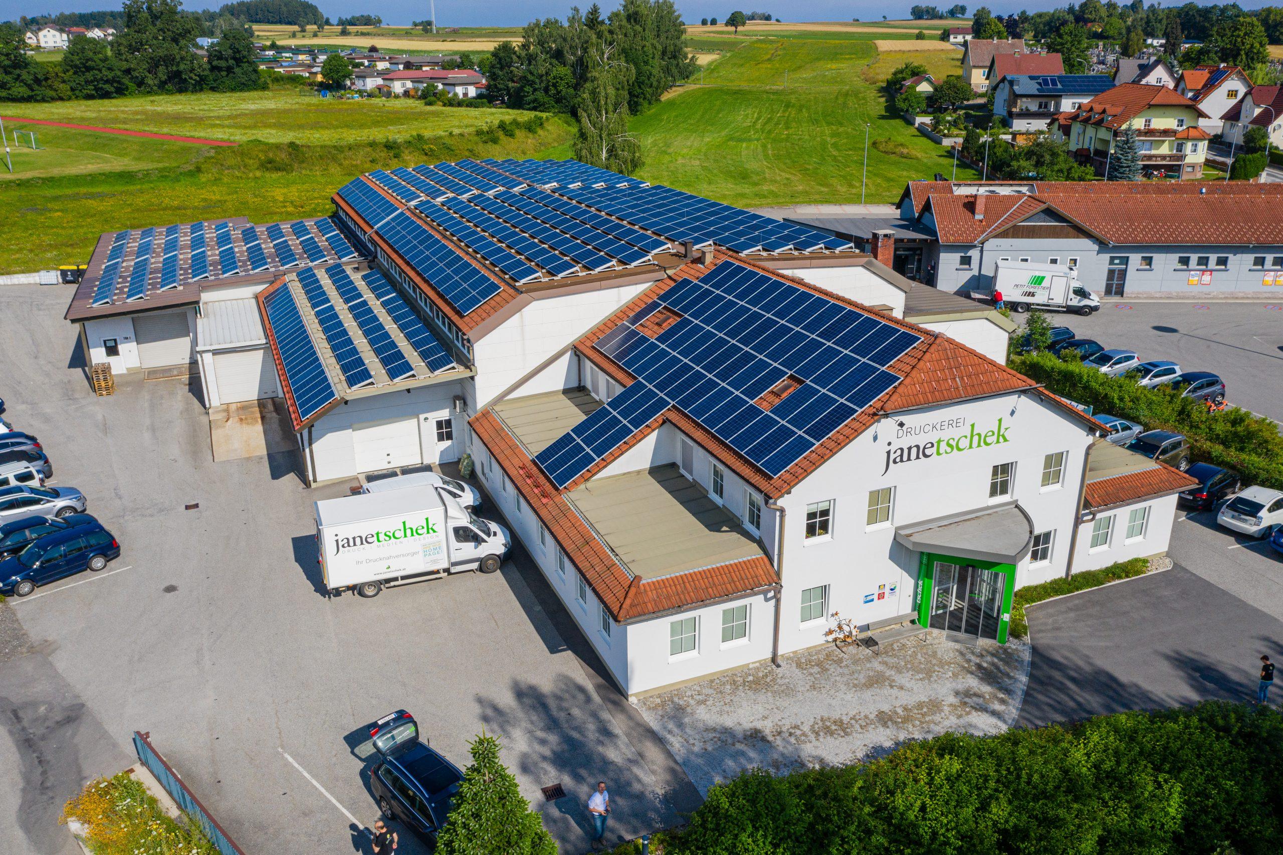 Druckerei Janetschek Gebäude. Umweltgerechte Solaranlage